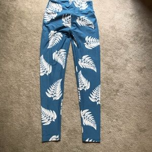 Blue and white feathered leggings